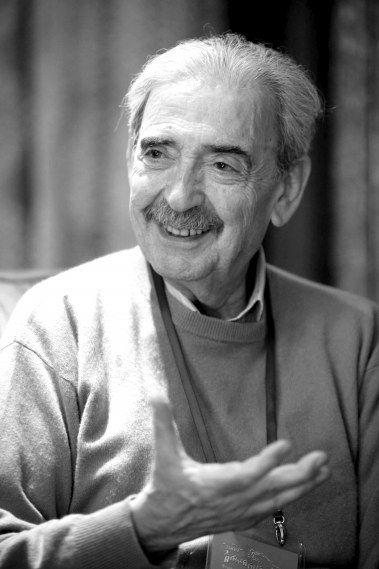 据新华社电阿根廷美洲通讯社15日报道,阿根廷著名诗人胡安·赫尔曼14日晚在他居住了25年的位于墨西哥城的家中因病去世,享年83岁。
