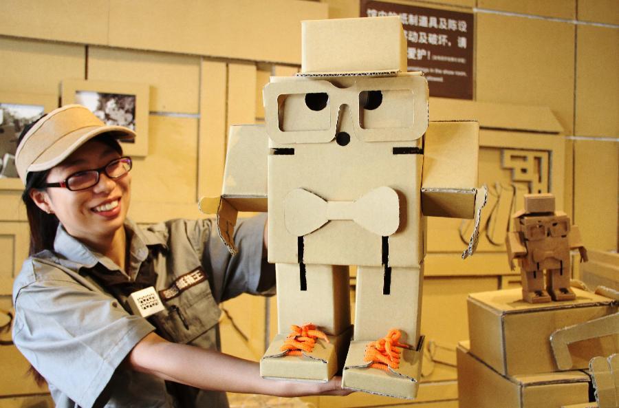 可爱纸箱机器人