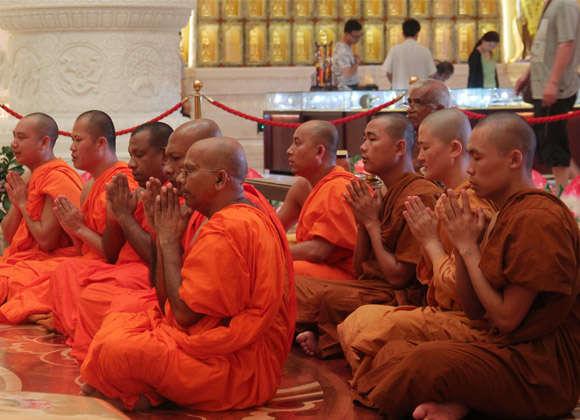 斯里兰卡佛教人士为中国沉船遇难者举行悼念法会