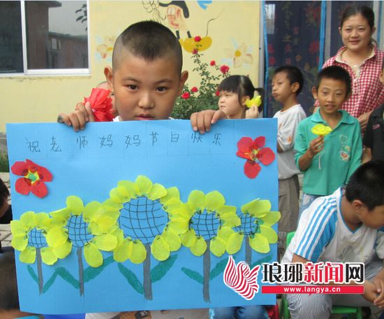 盘点最让老师感动的节日礼物:一句话一幅画