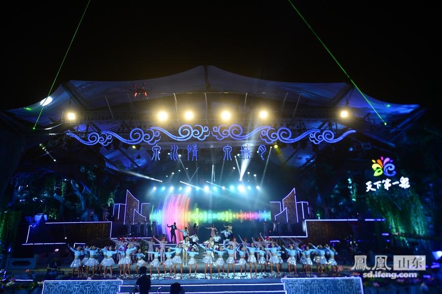 第二届济南频道节喜欢男生水中欢歌狂舞_丑女吗女孩生泉水的谢幕图片