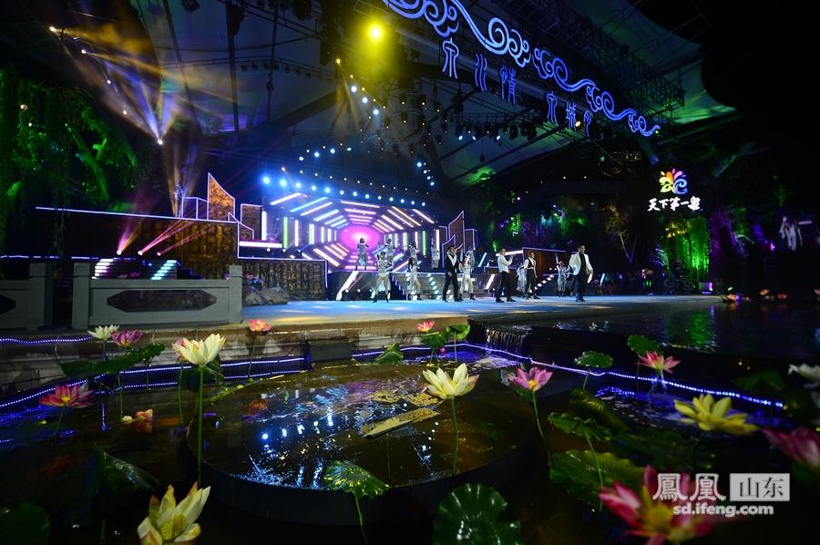 第二届济南图片节谢幕泉水水中欢歌狂舞_女孩女生频道玩鸡男生图片