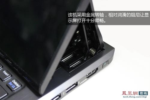 索尼也同样采用金属支架设计,为看似脆弱的转轴支架增加了坚固性