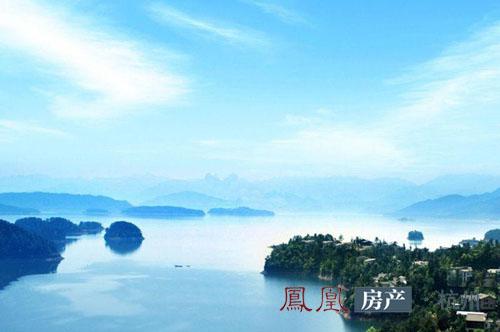 别墅  位于千岛湖东南湖区的通盛翡翠岛别墅已经是实景现房,其中山地