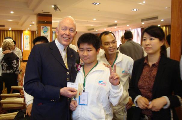 世界最小记忆大师--刘鸿志