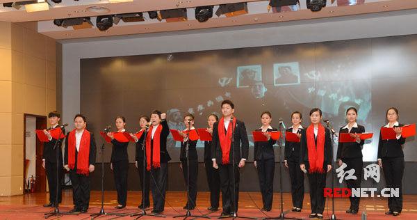 北京湖南大厦安鸥等正在朗诵王怀让的《人民万岁》。