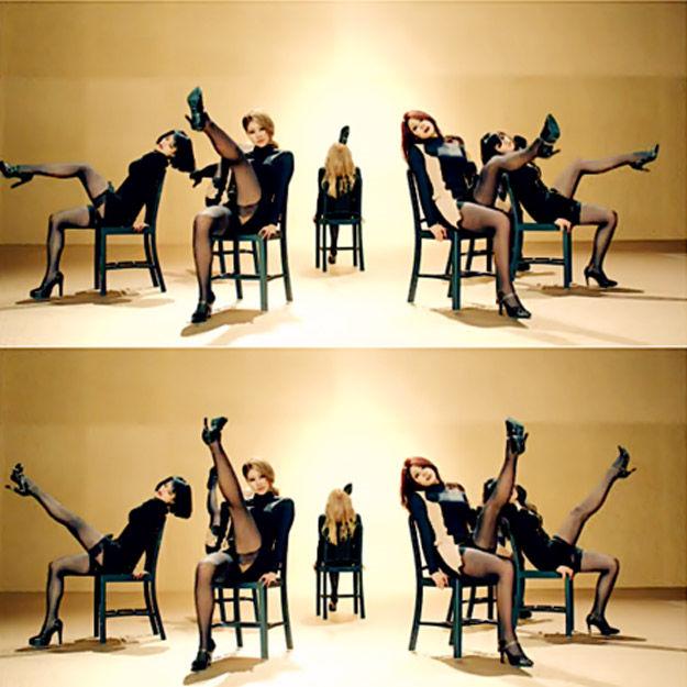 据台湾媒体报道,近年韩国女团走性感风,穿着暴露,舞蹈动作尺度大,韩国民众看不下纷纷抗议,认为女团卖弄性感过头。为遏止此风气,日前韩国KBS、MBC、SBS三大电视台下令要求女团修改舞步和衣着,以符合所有年龄层的观众观看。图为韩国女团性感舞蹈。