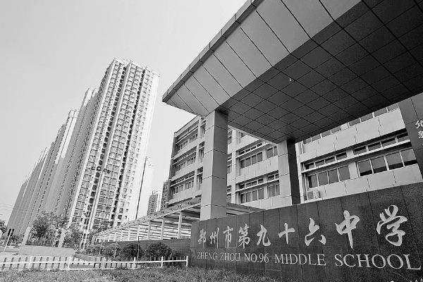 郑州幼儿园中小学开学首日各种忙乱像战场