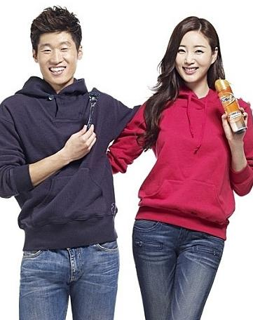 曝韩选美冠军搭足球明星朴智星 或9月完婚