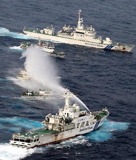 """台湾保钓船""""全家福号""""24日凌晨出海,遭日本公务船喷水柱示警-台图片"""