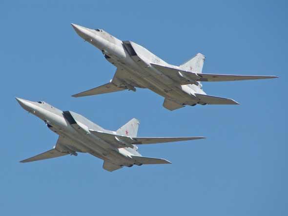 资料图:图-22M3超音速战略轰炸机编队飞行。
