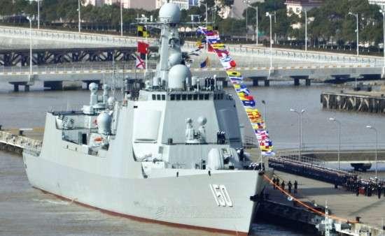 """资料图:东海舰队""""中华神盾""""长春舰。"""