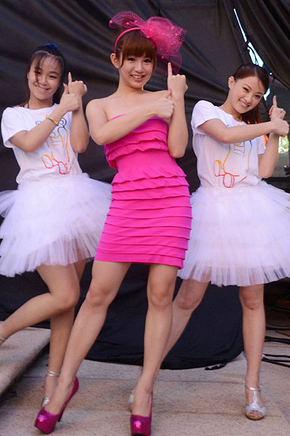 郭书瑶舞蹈教学视频_郭书瑶高雄啤酒节放送性感 大方唱出《爱的告白》