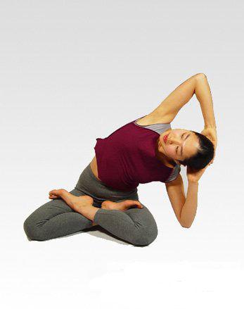 瑜伽动作瘦腿_4招简单瘦腿瑜伽动作养成美腿超轻松_减肥瑜