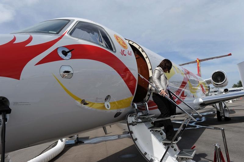 航展,国际巨星成龙购买的Legacy650款型私人飞机,机内空间.-成