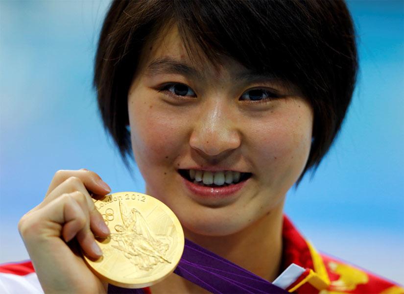 2012年8月2日,2012年伦敦奥运会,女子蝶泳200米决赛,中国选手焦刘洋夺冠并打破奥运会纪录。女子200米蝶泳颁奖礼。