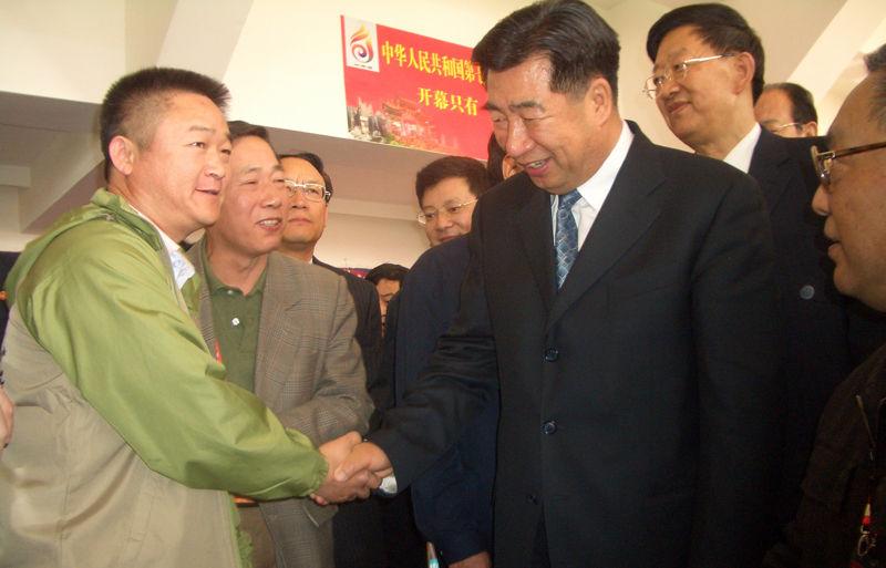 2007-5云南七运会上国务院副总理回良玉与基地负责人王靖宇教授会晤