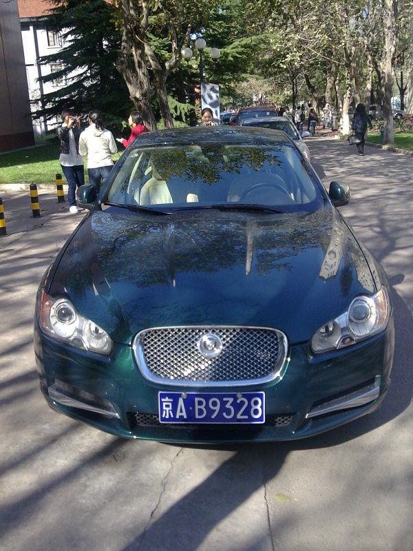 网络爆料,芮成钢座驾出现在北京某大学校园高清图片