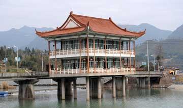 温州一房屋靠8根柱子支撑20多年