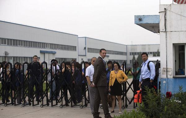 美国一企业老板拖欠工资在北京郊区被工人扣押5日