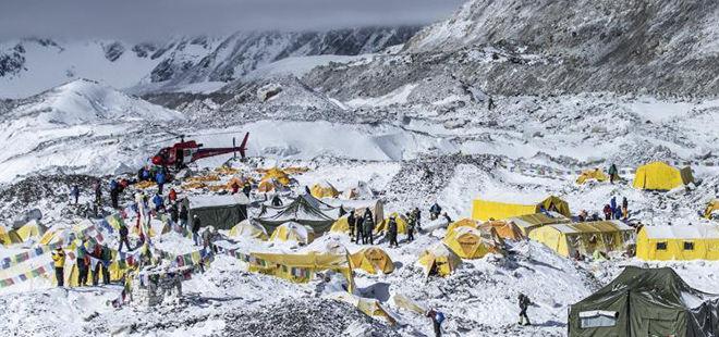 实拍珠峰南部登山大本营救援现场