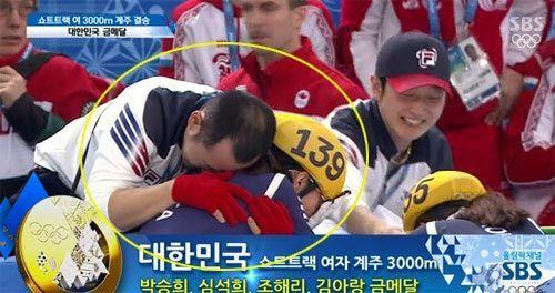 韩媒认为崔光福教练的手没放对地方