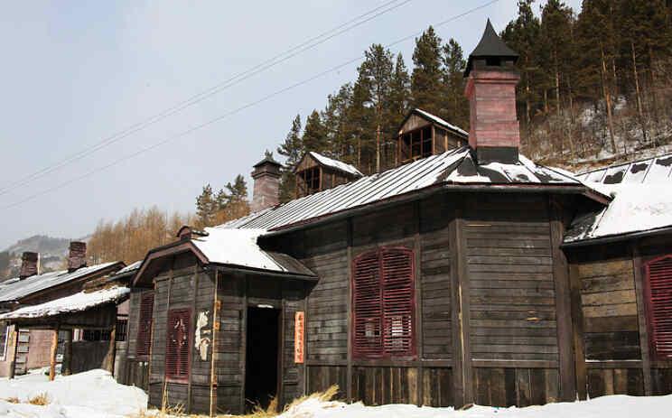 木屋是当地优质木材建造的俄式房屋