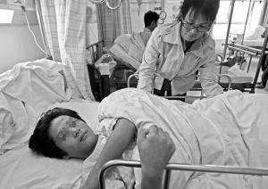 海南 13岁学生因迟到被老师扇耳光 跳楼摔断腰图片