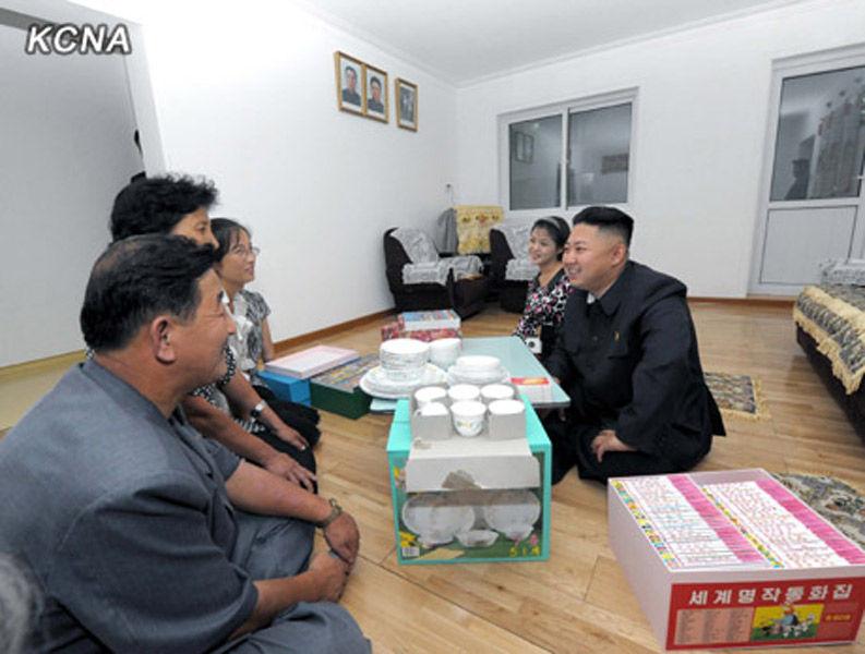 美媒 朝鲜元旦破例允许外国人寻访朝普通家庭高清图片