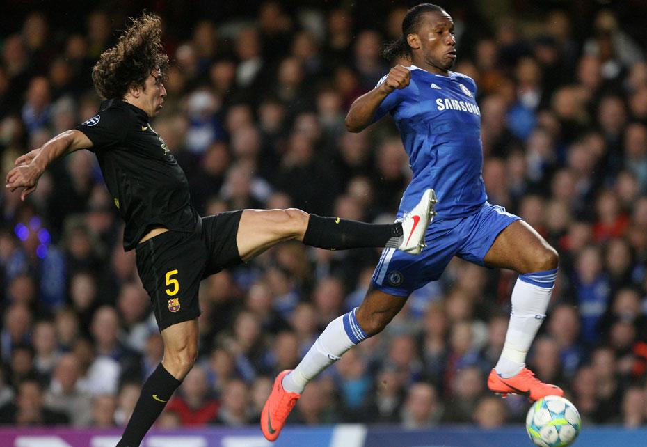2012年4月19日,2011-2012赛季欧洲冠军联赛半决赛首回合,切尔西1-0巴塞罗那占得先机。图为普约尔追防魔兽。