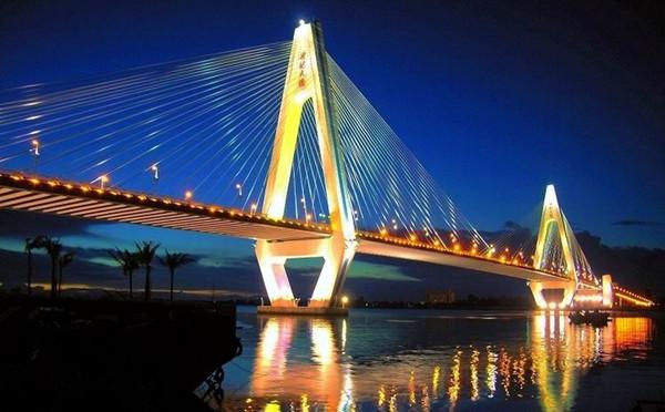 国际旅游岛 旅游在线  这座桥是为海南欢乐节所建,建成后更是成为每