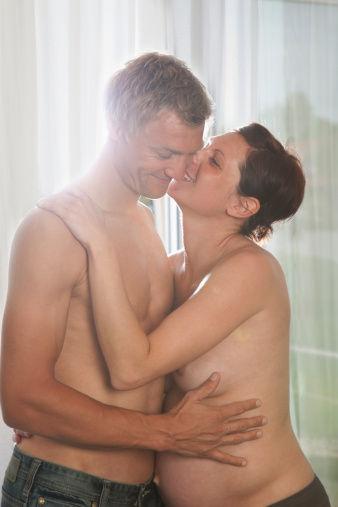 孕晚期适当性爱有助催生?(图)