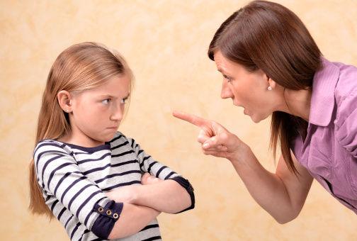 父母毒打孩子视频