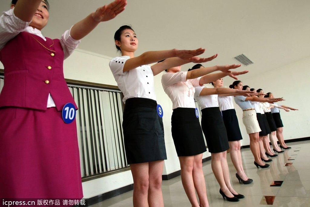 空姐面试会,吸引数百在校美女大学生们前来参与角逐. 然而面高清图片