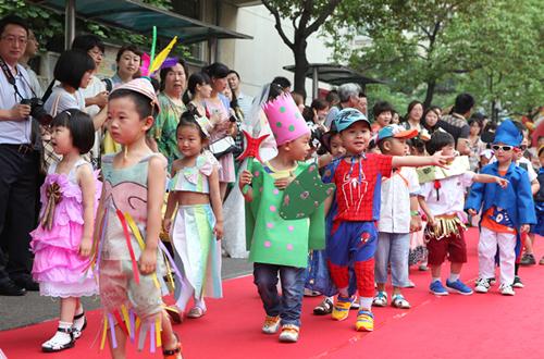 """儿童环保时装秀庆""""六一""""图片"""