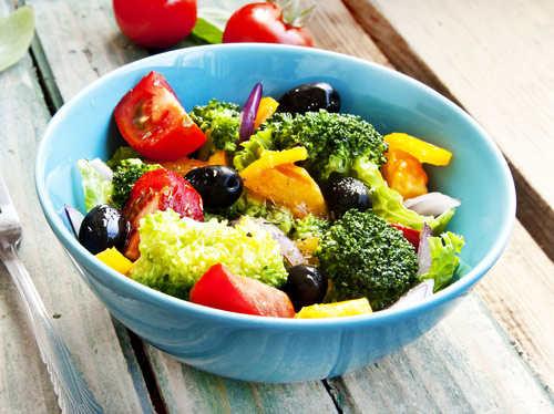 制作水果沙拉需要蔬菜吗?