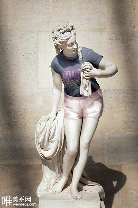 当石膏大理石雕像穿上时尚服饰_陕西频道_凤凰网