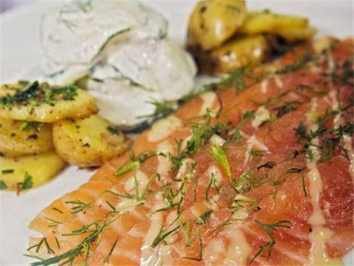 旅行者桌上美食:世界各地的生鱼片