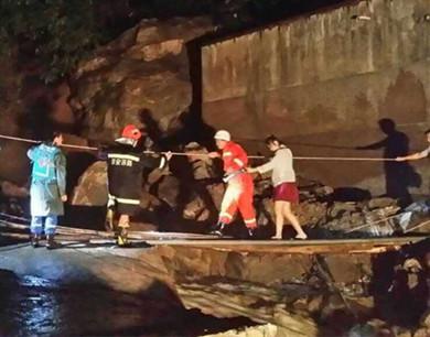 西安秦岭小峪突发山洪 致5人死亡4人失踪