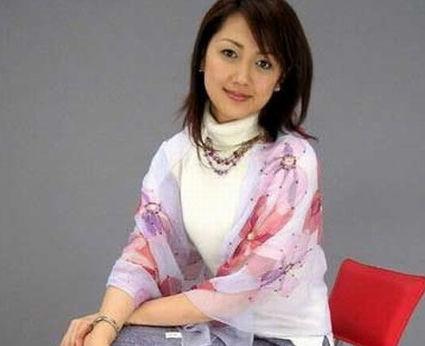 杨惠妍,1981年生,广东顺德人,碧桂园创始人之一杨国强之女,现为董事局碧桂园副主席。2005年毕业于美国俄亥俄州立大学市场与物流专业。