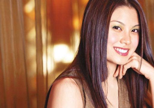 廖碧儿,中国香港知名女演员,1979年1月6日生于加拿大,毕业于哥伦比亚大学。