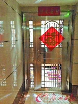 公共走廊被邻居加装防盗门