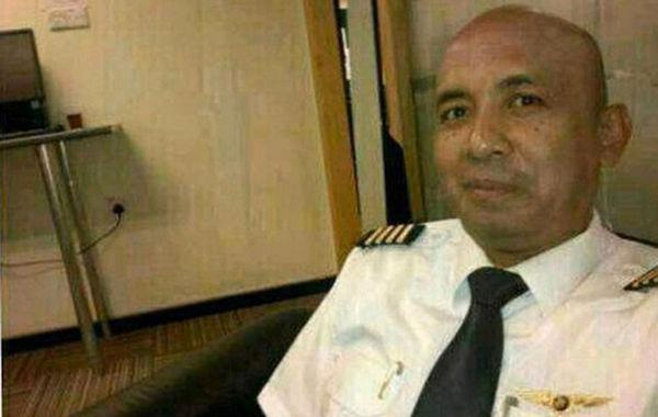失联飞机机长查哈里阿末,今年53岁,马来西亚籍,飞行时长为18365小时,1981年加入马航。