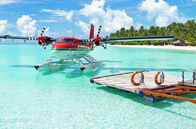马尔代夫是一个珊瑚岛国,水上飞机是连接各岛之间最重要的交通方式.