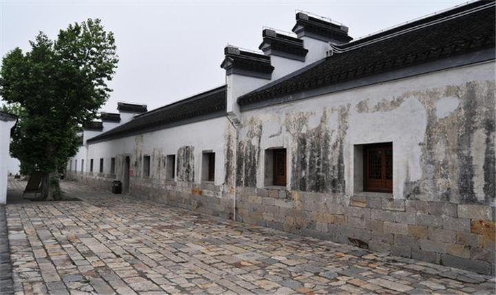 杨柳村古建筑群:位于江宁区湖熟镇杨柳村。始建于明代,清康熙、乾隆年间先后改建。