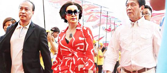 刘晓庆红装助阵《千回西域》首演