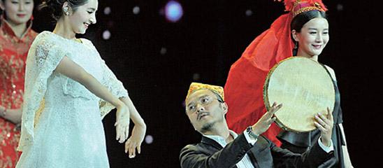 众星亮相《千回西域》首秀 汪涵来段新疆舞助兴