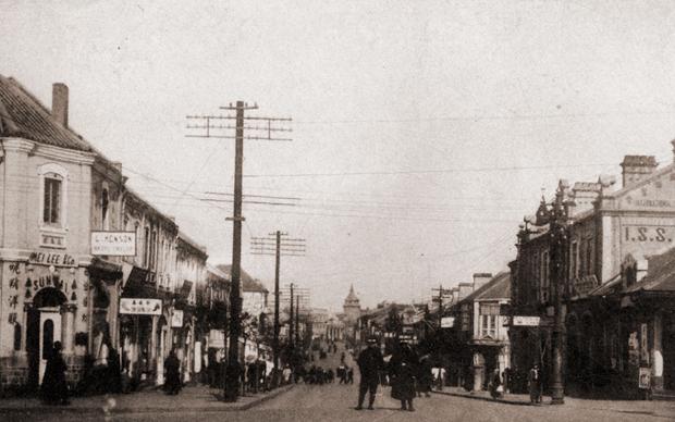1929年南京国民政府接管青岛后,山东路正式定名中山路。