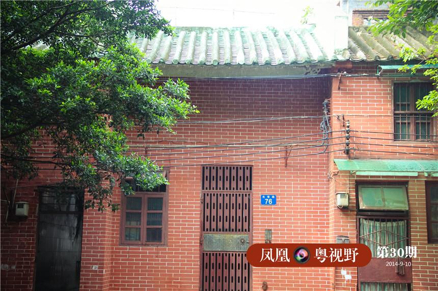 光塔寺外墙建筑多采用红色砖墙,蓝绿色琉璃瓦。
