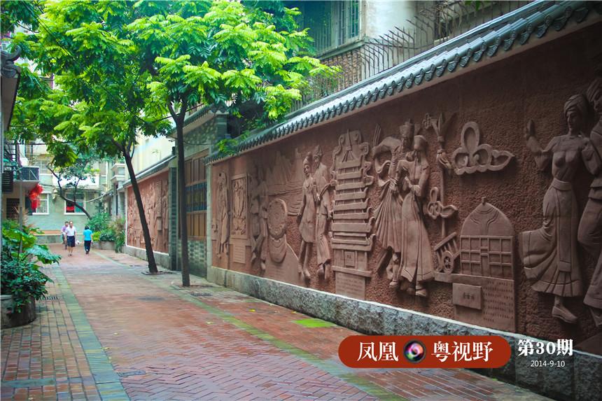 进步里巷内建设了光塔街民族民俗文化长廊,围墙上刻有展现各民族独特风采的民俗文化浮雕。